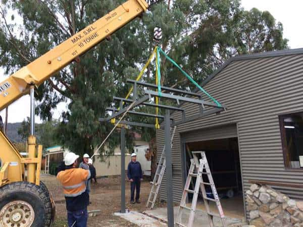 Awning positioning with the help of the AGL crane