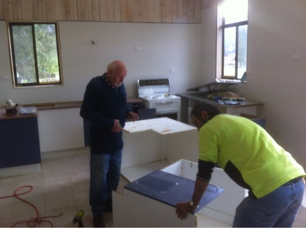 Ian Docking & Ian Howley installing kitchen