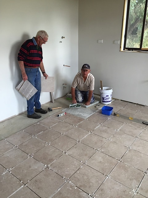 Reg Hollond & Rod Hyde tiling the kitchen