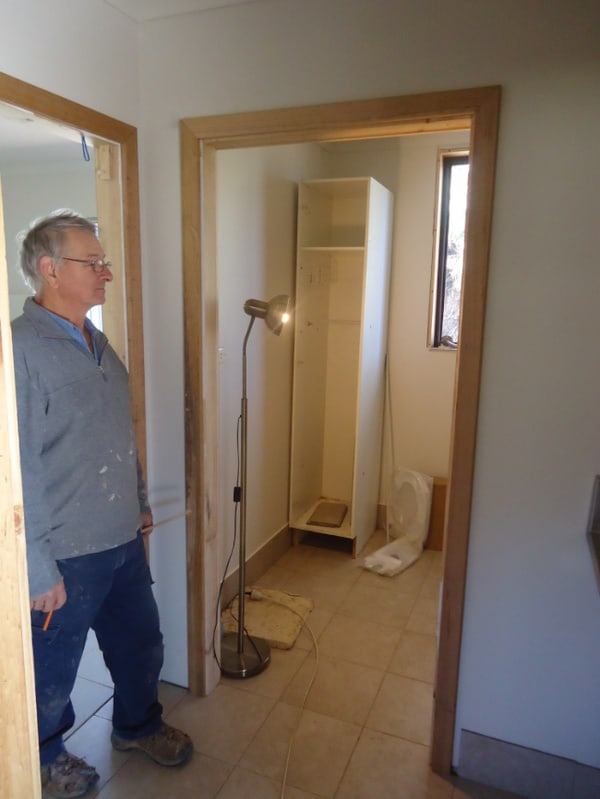 Rod Hyde installing door architraves